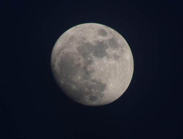 KENKO Telekonverter: Der Mond aufgenommen mit 2x300mm