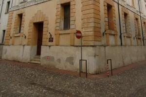 Schmucklos: das Gebäude mit dem Teatro Olimpico