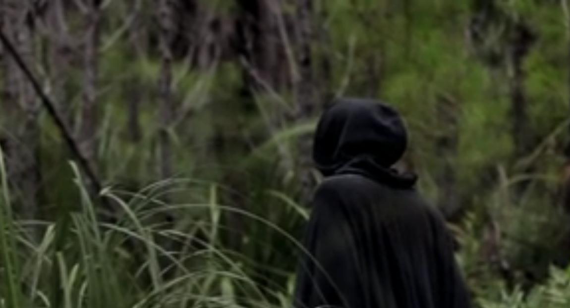 Der mystische Mann mit der Kapuze