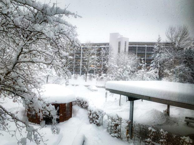Die Fachklinik Enzensberg ist momentan tief verschneit